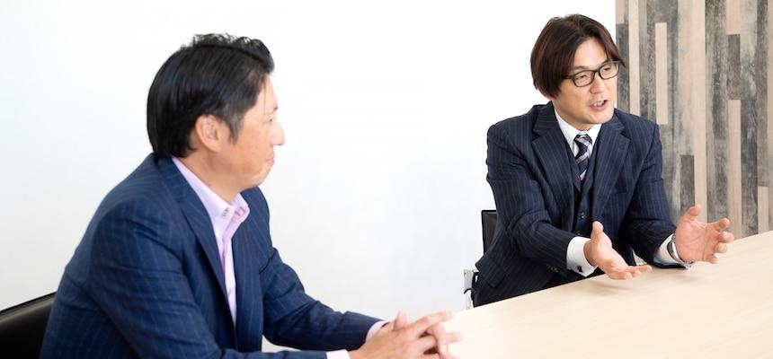 左からジャパニアス株式会社 代表取締役社長 日坂良氏、プラナスソリューションズ株式会社 代表取締役社長 臼井宏典氏